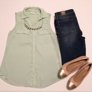 New York and Company mint sleeveless button up
